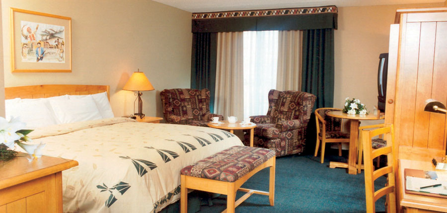 canada_jasper_sawridge_hotel_bedroom1.jpg